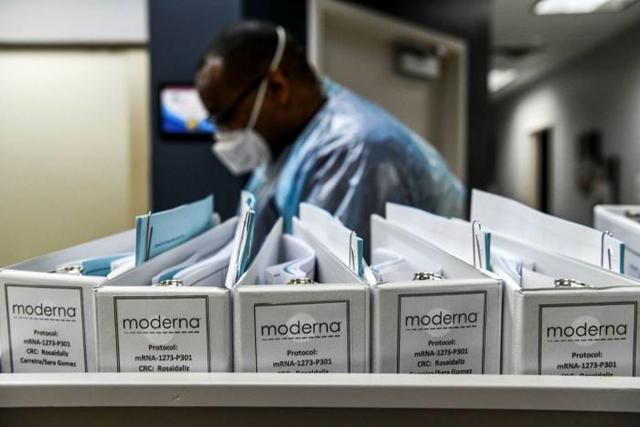 Moderna cũng đã làm như vậy vào tháng 8 vừa qua và mức giá tối đa được công bố là 37 USD/liều.