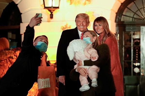 Trump, Melania tổ chức Halloween