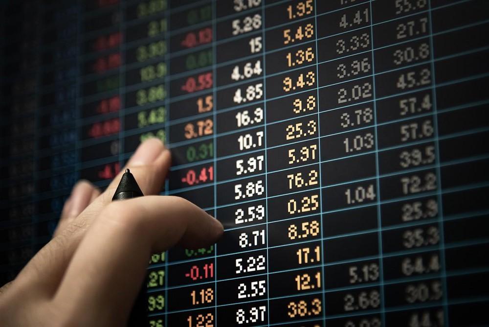 Lực bán 'ồ ạt' cuối phiên, VN-Index giảm hơn 10 điểm