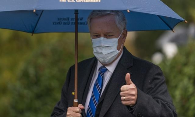 Chánh văn phòng Nhà Trắng Mark Meadows tại Nhà Trắng hôm 25/10. Ảnh: AP.