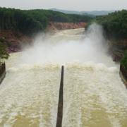 Hồ Kẻ Gỗ tăng lượng xả lên 300-400 m3/giây