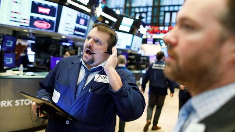 Phố Wall lao dốc, S&P 500 giảm mạnh nhất 4 tuần do lo ngại về Covid-19, gói kích thích kinh tế