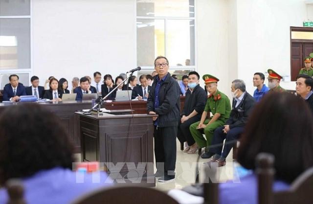 Bị cáo Đinh Văn Dũng (sinh năm 1965, nguyên Tổng giám đốc Công ty Bình Hà) khai báo tại tòa.