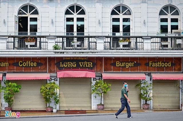 Nhiều ngân hàng giảm lãi suất cho vay giúp người dân, doanh nghiệp nhỏ và vừa phục hồi sản xuất kinh doanh. Ảnh: Việt Linh.