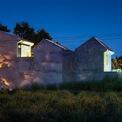 <p> Ngôi nhà tại Cần Thơ được thiết kế cho vợ chồng trẻ. Gia đình là sự hòa quyện của hai nền văn hóa khác nhau, người chồng sinh ra và lớn lên ở Hà Nội còn người vợ ở miền Tây Nam Bộ.</p>