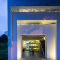 <p> Các kiến trúc sư thiết kế ngôi nhà theo quan điểm hòa quyện giữa quá khứ và hiện tại; giữa hai nền văn hóa Bắc Bộ và Tây Nam thành một.</p>