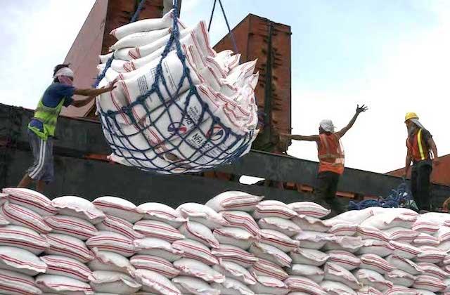 Gạo là mặt hàng nông sản xuất khẩu tăng trưởng dương trong 10 tháng đầu năm. Ảnh:ABSCBN News.