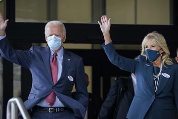 Vợ chồng Joe Biden bỏ phiếu sớm