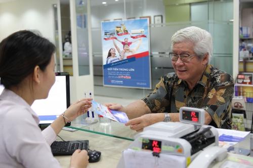 Một ngân hàng báo lỗ mảng dịch vụ, lợi nhuận quý III giảm 74%