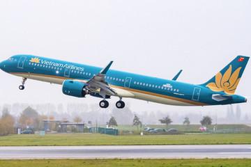Máy bay Vietnam Airlines phải dừng cất cánh khẩn cấp vì khách nam bất ngờ bật lửa đốt giấy