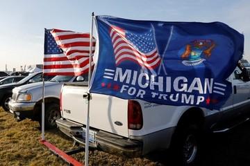 Điểm kết chiến dịch tranh cử nhuốm màu 'mê tín' của Trump