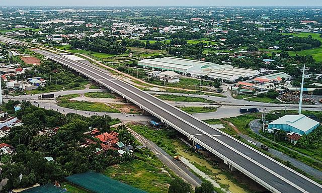 Ba vướng mắc về vốn khiến cao tốc Bến Lức - Long Thành trễ hẹn