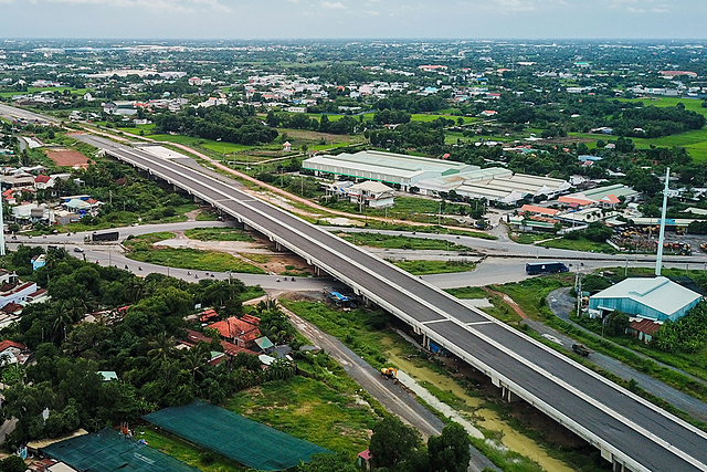 Tuyến cao tốc Bến Lức - Long Thành đi qua rừng ngập mặn huyện Long Thành (Đồng Nai) tháng 10/2020. Ảnh:Phước Tuấn.