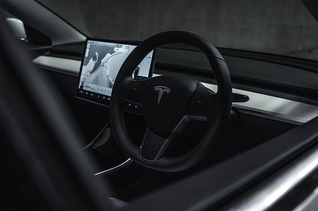 Elon Musk tăng giá tùy chọn 'tự lái hoàn toàn' của xe Tesla lên 10.000 USD