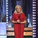 <p> Năm 2017, tại lễ trao giải Tony Awards, Jill khoác lên mình chiếc váy đỏ nổi bật, một khoảnh khắc thời trang đáng nhớ của bà. (Ảnh:<em>Getty</em>)</p>