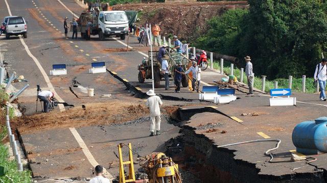 Khởi tố vụ đường 250 tỷ đồng vừa làm xong đã tan nát ở Gia Lai