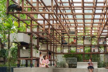 'Thư viện' ngoài trời kết hợp nơi trồng rau, nuôi cá cho trẻ khám phá
