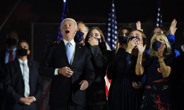 Biden, Harris ngắm pháo hoa mừng thắng cử