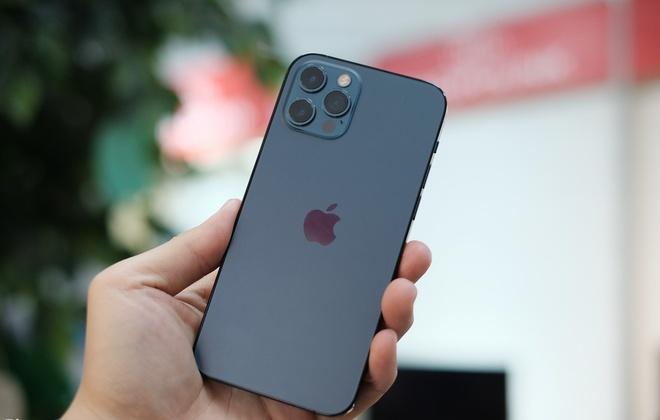 iPhone 12 Pro đánh bại flagship của Samsung