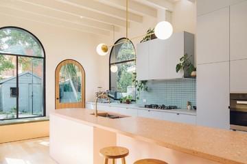Quên màu trắng nhàm chán đi, 10 thiết kế nhà bếp này sẽ tạo nên điều kỳ diệu