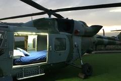 Chi 78 USD/đêm để ngủ trong một chiếc trực thăng cũ