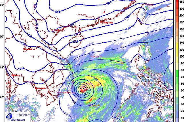 Sau bão số 12 đang mạnh dần lên, 3 ngày nữa bão số 13 giật cấp 11 sẽ hướng vào Trung Bộ