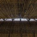 <p> Gạch đục lỗ cho phép luồng không khí và ánh sáng đi vào bên trong. Vào ban ngày, tòa nhà không cần phụ thuộc vào điều hòa không khí hoặc ánh sáng nhân tạo.</p>