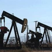 Tồn kho tại Mỹ giảm, giá dầu tăng, chạm đỉnh 2 tháng