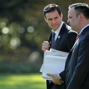 Lương chục nghìn USD để trả lời thư, làm bánh ngọt cho tổng thống