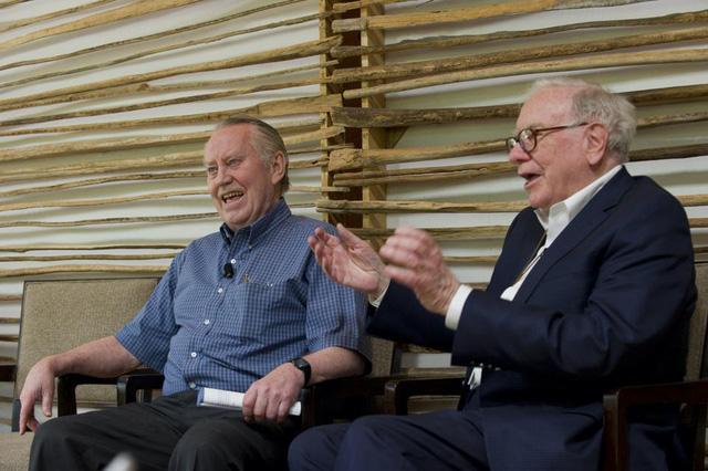 Vị tỷ phú là niềm cảm hứng của Warren Buffett: Không nhà, không xe, rỗng túi vì cho đi hết 8 tỷ USD để làm từ thiện