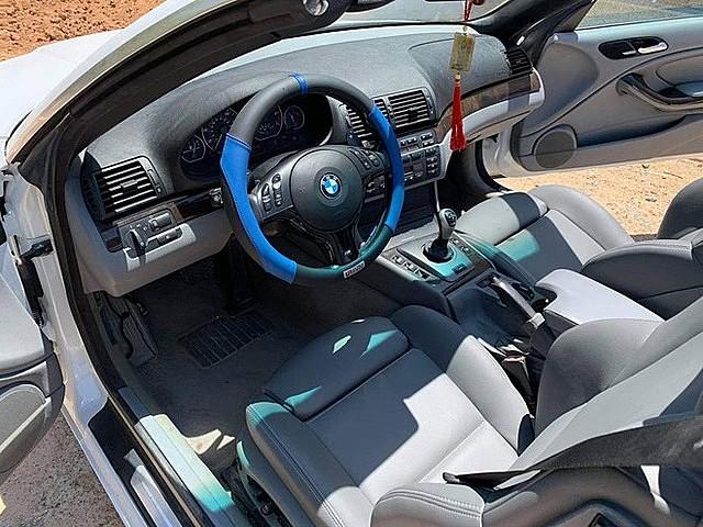 Khoang nội thất cũng có thiết kế giống phiên bản sedan cùng đời
