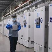 Mỹ có nguy cơ 'cháy hàng' tủ đông siêu lạnh để bảo quản vaccine Covid-19
