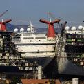 """<p> <span style=""""color:rgb(0,0,0);"""">Công nghiệp du thuyền toàn cầu bao gồm hơn 50 tuyến du lịch, 270 tàu. Lĩnh vực này tuy bị chi phối bởi ba công ty lớn, tất cả đều đang phải đối mặt với những tổn thất nặng nề cho đến có thể ra khơi trở lại.</span>Ảnh: <em>Reuters/Umit Bektas</em></p>"""