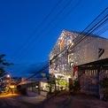 <p> Cả tòa nhà bừng sáng như một chiếc đèn lồng với ánh sáng có chủ đích nhằm tạo ra những hiệu ứng tối ưu.</p>