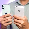 <p> iPhone 12 mini có khối lượng 135 gram, nặng hơn so với con số 112 gram trên iPhone 5S. Cả 2 sản phẩm đều có khung viền vuông vức. Tuy nhiên, iPhone 5S có 2 đường cắt kim cương chạy quanh thân máy nên mang đến cảm giác cấn tay hơn so với iPhone 12 mini.</p>