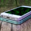 <p> Apple đã bỏ jack cắm tai nghe 3,5 mm từ khi ra mắt iPhone 7 (năm 2016). Vì thế, trên mẫu iPhone 12 mini, jack cắm tai nghe 3,5 mm cũng không được xuất hiện. Bên cạnh đó, năm nay Apple cũng cắt bỏ củ sạc và tai nghe EarPods chân Lightning trong hộp sản phẩm.</p>