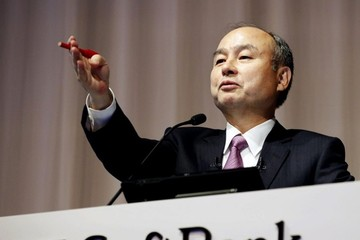 Lo thị trường đi xuống, ông chủ SoftBank tích cực trữ tiền mặt