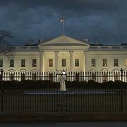 JPMorgan nêu kịch bản bầu cử 'ác mộng' với Phố Wall