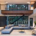 <p> Phòng sinh hoạt chung và phòng ăn có diện tích lớn, cùng với không gian trống tạo nên trái tim của ngôi nhà và sự kết nối của sân trước, sân thượng đầy nắng, hồ bơi và sân vườn.</p>