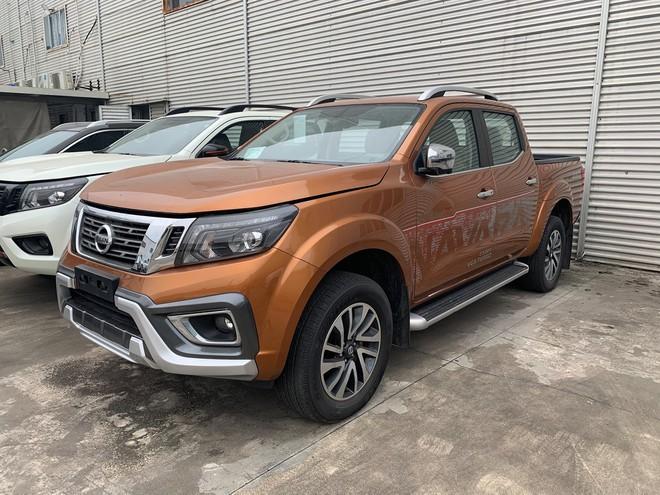 Nissan Navara giảm giá niêm yết gần 40 triệu đồng sau khi phiên bản mới ra mắt