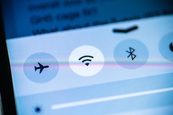 Tắt wifi và bluetooth có giúp bạn hạn chế phơi nhiễm bức xạ hay không?