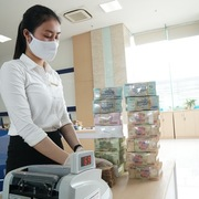 Ngân hàng sẽ khấu trừ thuế trên tài khoản khách hàng