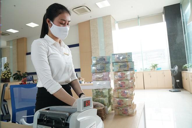 Vì sao các ngân hàng rút tiền gửi khỏi NHNN?