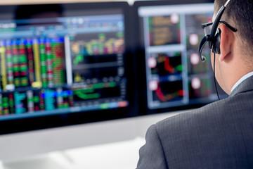 VN-Index tăng phiên thứ 5 liên tiếp, tâm điểm cổ phiếu thép và chứng khoán