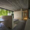 <p> Các kiến trúc sư đã tối đa hóa việc sử dụng hệ thống cửa chớp con lăn để xóa sự ngăn cách giữa bên ngoài và bên trong.</p>