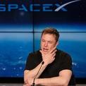 <p> Không chỉ dành nhiều thời gian và tiền bạc cho Tesla, Musk cũng đầu tư nhiều tâm huyết, thời gian và nguồn lực cho SpaceX. Công ty công nghệ không gian do Elon Musk sáng lập vừa huy động thành công 1,9 tỷ USD trong vòng gọi vốn mới nhất, nâng định giá lên 46 tỷ USD. Theo <em>Cbinsight</em>, SpaceX hiện là startup giá trị thứ 3 thế giới và đứng đầu nước Mỹ. (Ảnh: <em>AP</em>)</p>