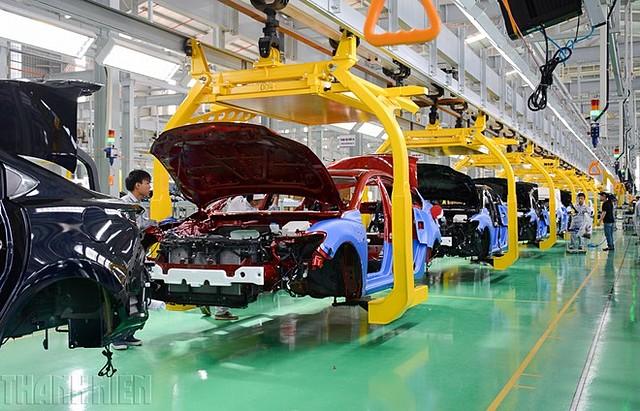Tổng doanh số bán hàng của toàn thị trường ô tô tính đến hết tháng 10.2020 giảm 18% so với cùng kì năm ngoái