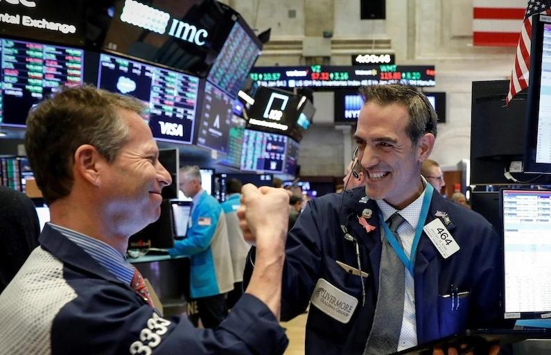 Phố Wall tăng, Dow Jones lần đầu vượt mốc 30.000, S&P 500 lập đỉnh lịch sử
