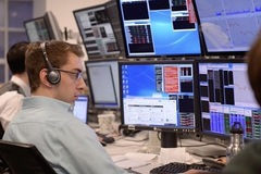 Khối ngoại đẩy mạnh bán ròng 474 tỷ đồng trên HoSE trong phiên 26/11