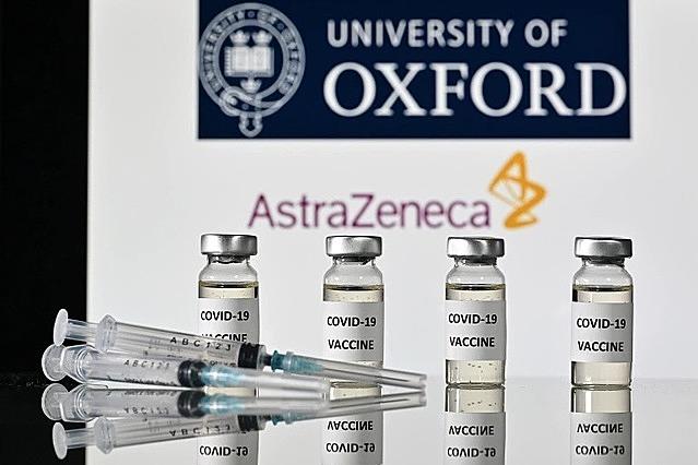 Những tiến triển hứa hẹn về vaccine Covid-19 dấy lên kỳ vọng đại dịch sắp kết thúc. Ảnh: Al Jazeera.